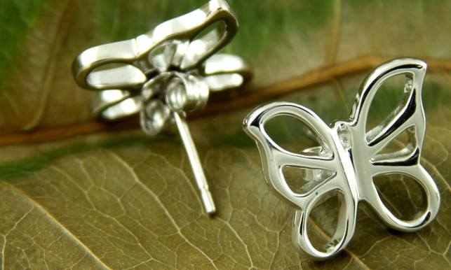 Fashionable silver earring
